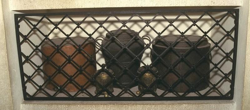 Urne contenant les intestins de l'Aiglon, crypte de la cathédrale Sain-Etienne.