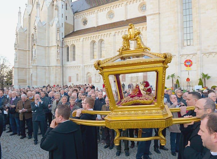 Procession traditionnelle avec les reliques de St Leopold