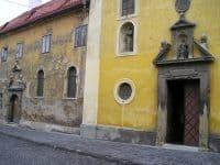 Le cloître des Franciscains (photo 2005)