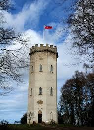 Forres (Écosse), Cluny Hill, la Tour de Nelson