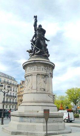 Statue du maréchal Moncey à Paris